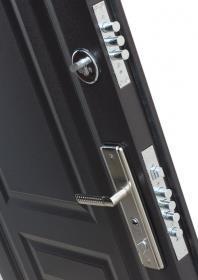 Два замка металлической двери